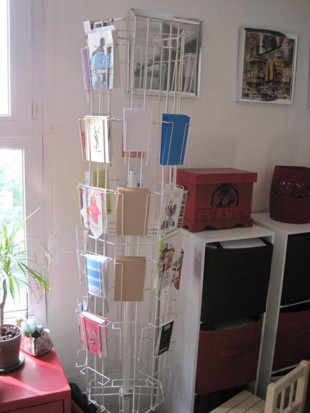 un porte cartes postales revisit les petits carnets d 39 ella. Black Bedroom Furniture Sets. Home Design Ideas