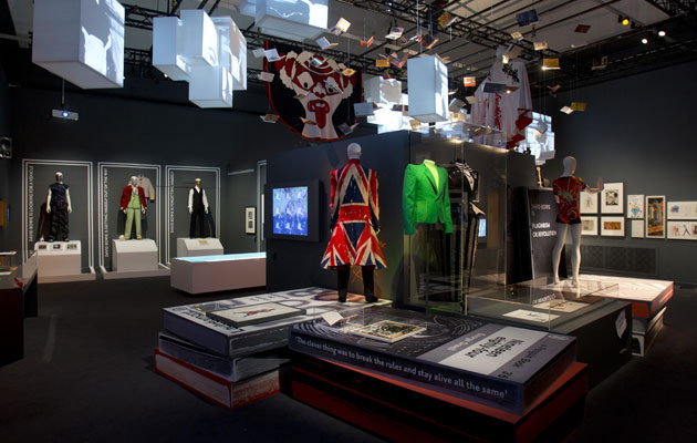 f3a93924-ec7e-4bdd-b4cc-7b2c19dcc60c_david-bowie-exhibition-V-A-museum-costumes-fashion-style